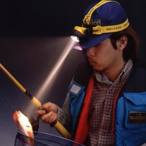旭電機化成 防雨ヘッドランプ 電池式 Bi-Pin球2.5V0.3A サイズ75×55×55mm ベルト長・短2本付  ACA-3202 画像2